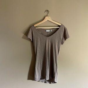 14th & Union   v-neck t-shirt